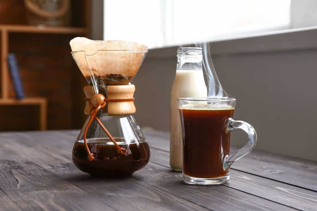 Coffee maker with Chemex paper filter